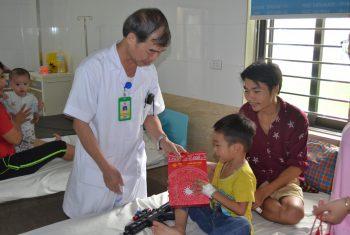 Trung thu ấm áp cho các bệnh nhi tại Bệnh viện đa khoa Hùng Vương.