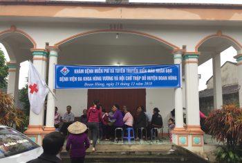Khám bệnh miễn phí cho hơn 100 người cao tuổi và trẻ em xã Vân Du.