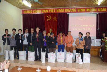 """Trao quà tết của quỹ """"Tết đến mọi nhà"""" cho các gia đình có hoàn cảnh khó khăn huyện Thanh Ba"""