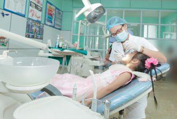 Bé bị sún răng sớm phải làm sao?